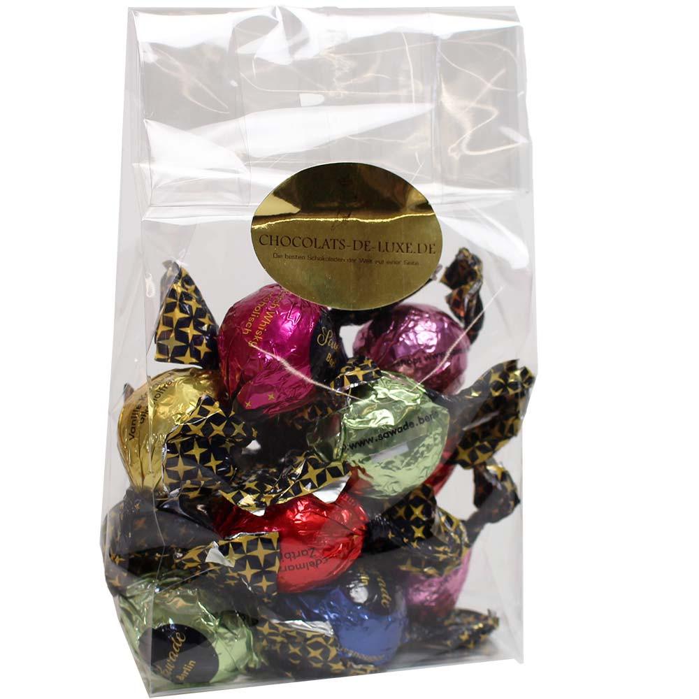 Kleurrijk zakje met 12 pralineballetjes van Sawade - SPECIALE PRIJS -  - Chocolats-De-Luxe