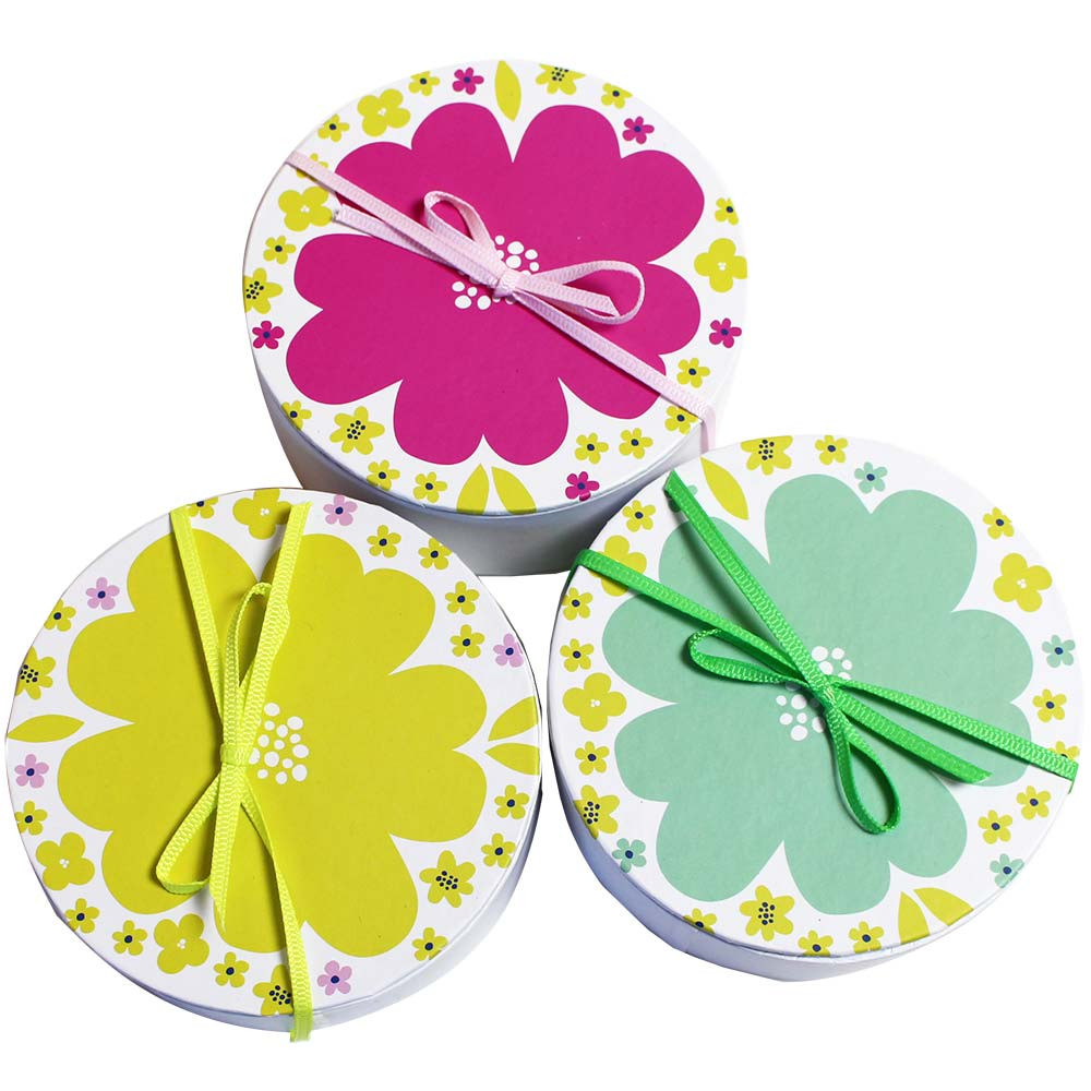 Pralinenbox Blume in weiss -  - Chocolats-De-Luxe