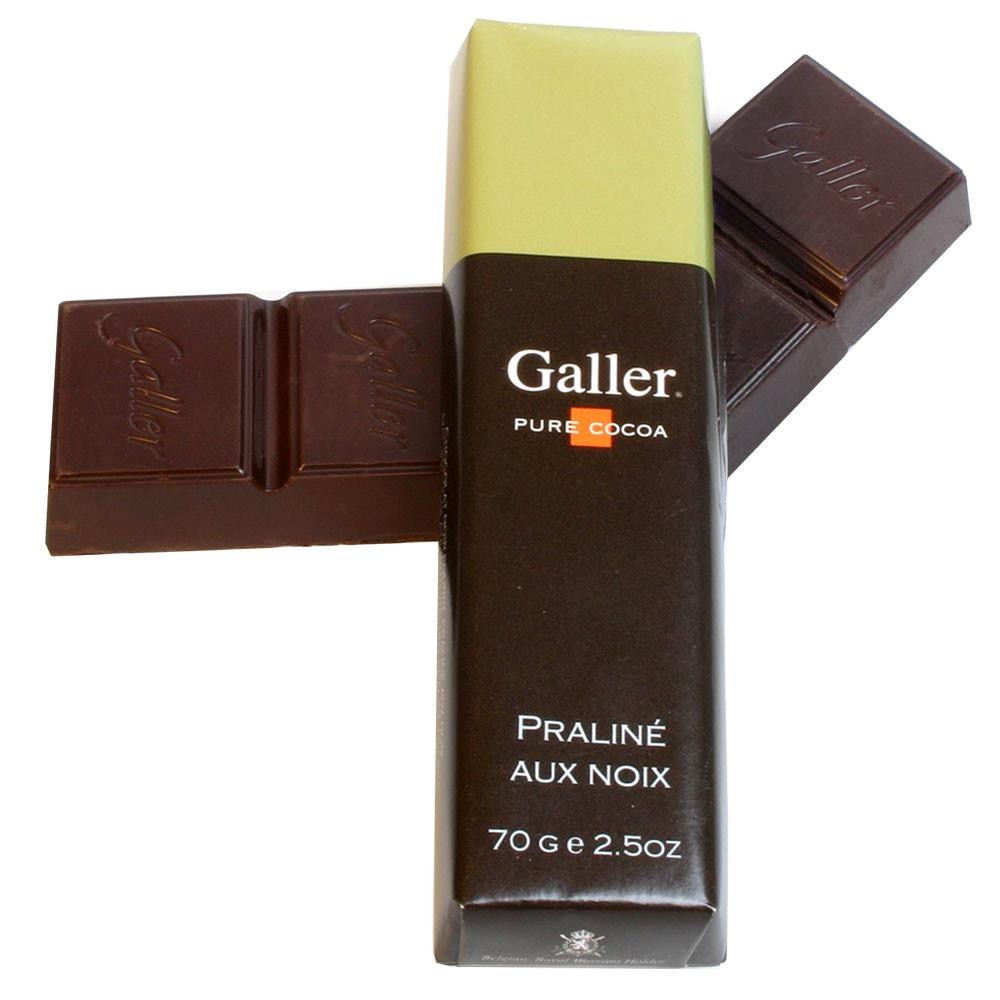 Belgium, Belgian chocolate, chocolat belge, chocolat noir, dark chocolate, hazelnuts, noisettes, nocciolo, walnut, Baumnuss, Walnüsse, noix                                                              -  - Chocolats-De-Luxe