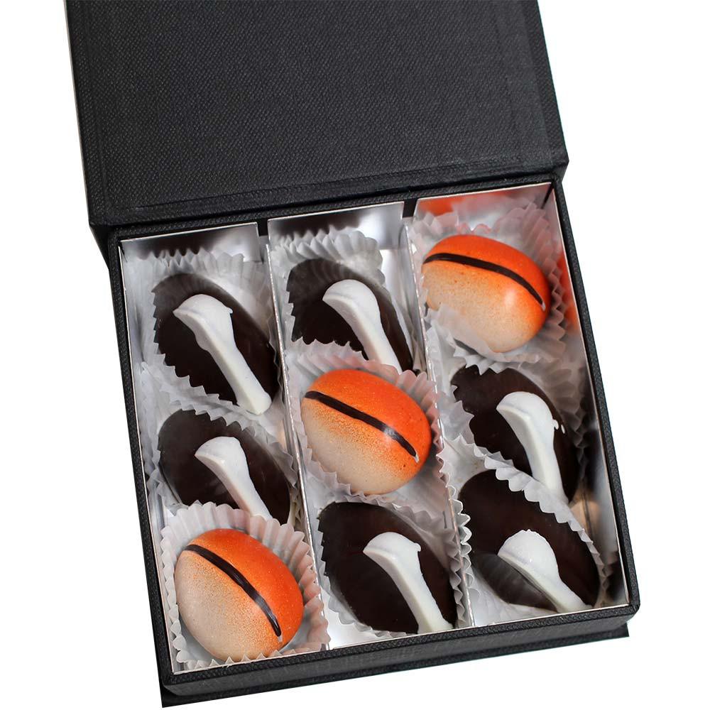 9 karamelpralines in een zwarte geschenkdoos. SPECIALE PRIJS