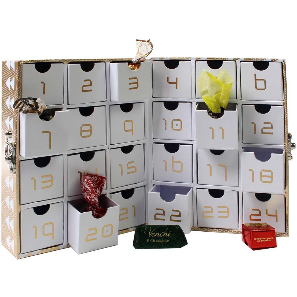 Calendario dell'Avvento con lucchetto riempito di stuzzichini dolci
