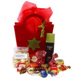 Weihnachtliche Sternentasche gefüllt mit Nuss Schokolade und Pralinen
